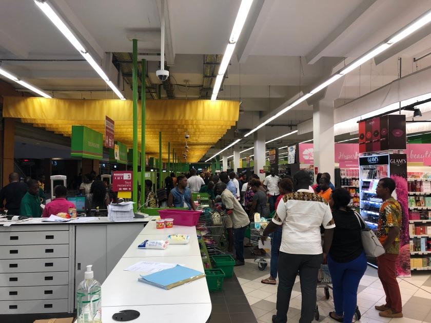 2020-3-17 Panic shopping Cap Sud Abidjan (11)