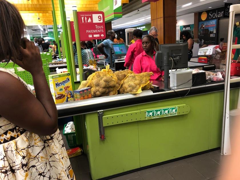 2020-3-17 Panic shopping Cap Sud Abidjan (13)